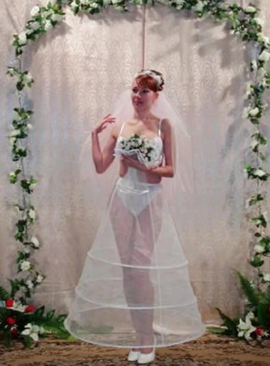 elegancka ślubna suknia