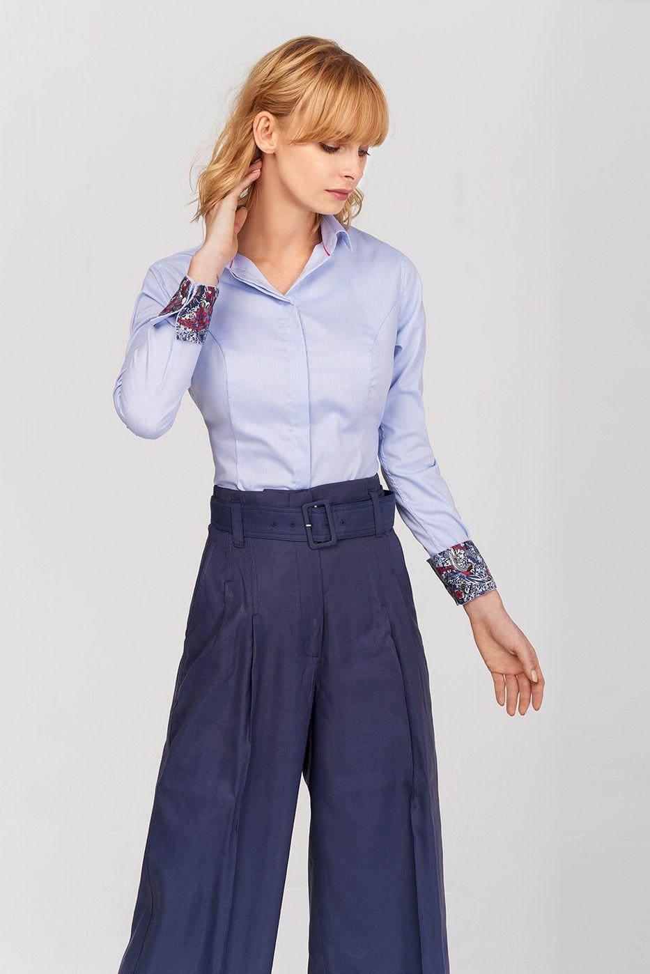 Błękitna koszula damska