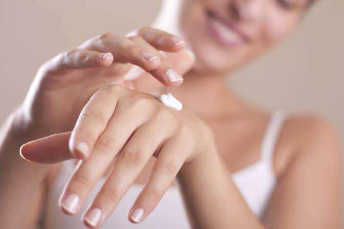 jak dbać o suchą skórę dłoni