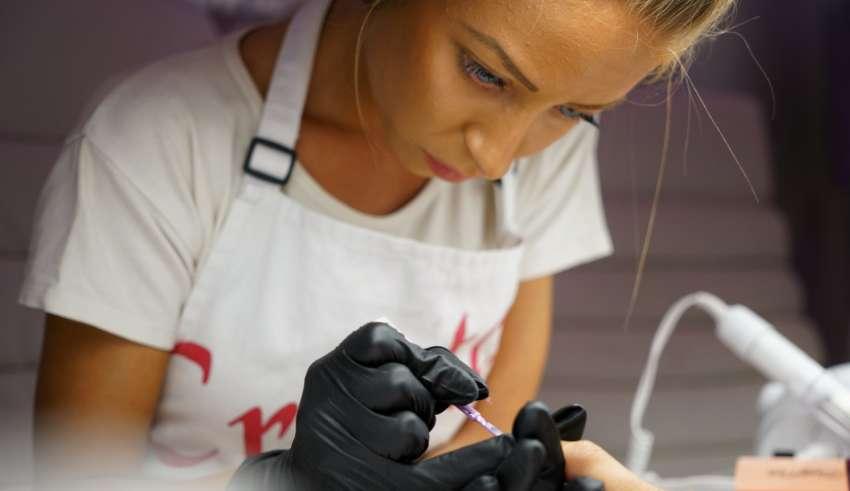 french na paznokciach